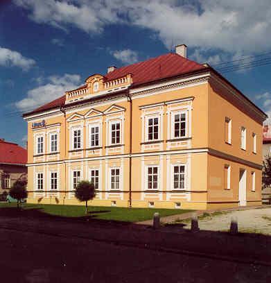 Dom bol postavený v roku 1882, slúžil ako bývanie Pavla Mudroňa, Ambra Pietra a Andreja Halašu. Dom slúžil aj ako redakcia Národných novín. Dom bol viac ráz renovovaný.
