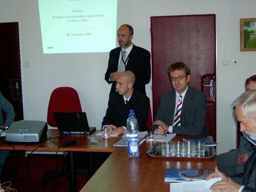 Prednášajúci Tomáš Kulman, konzultant Poradenských služieb KPMG z Českej republiky sa zameral na tvorbu rozvojovej stratégie cestovného ruchu pre mesto a kraj.