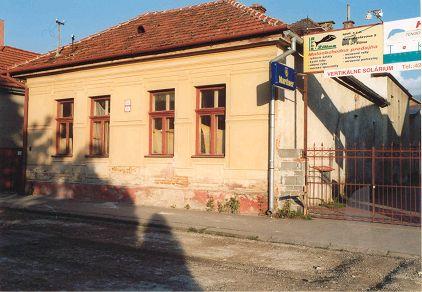 Dom bol postavený v 19. storočí a patril národne uvedomelej rodine Lilge. Narodila sa v ňom Hana Gregorová, manželka J. G. Tajovského. V dome žil aj spisovateľ  J. G. Tajovský.