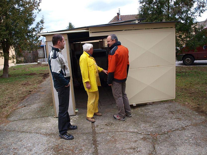 Takto si susedia na Kratinovej svojpomocne uzavreli stojisko pre kontajnery, čím sa problémy s jeho znečisťovaním vyriešili.
