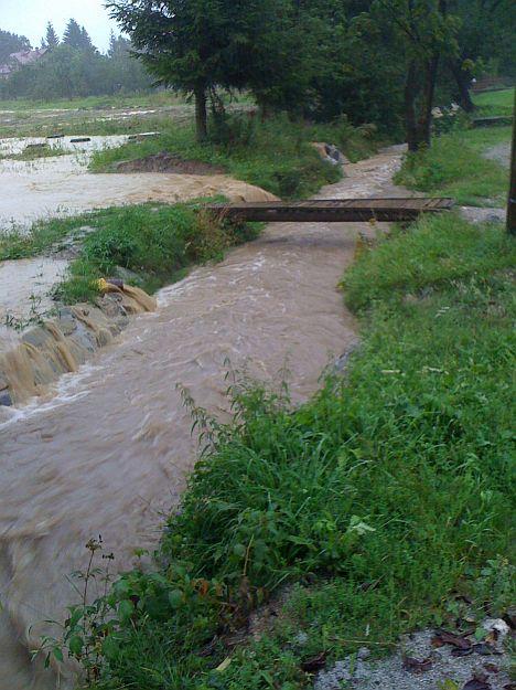 Hneď od začiatku sme monitorovali stav všetkých tokov, takto vyzeral potok v Záturčí na Riečinách.
