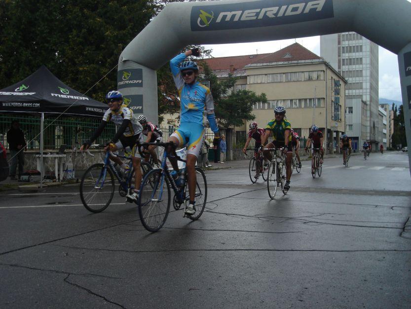 Úspešní cyklisti v cieli.